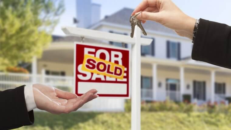 How to sell and buy a house at the same time without losing your mind
