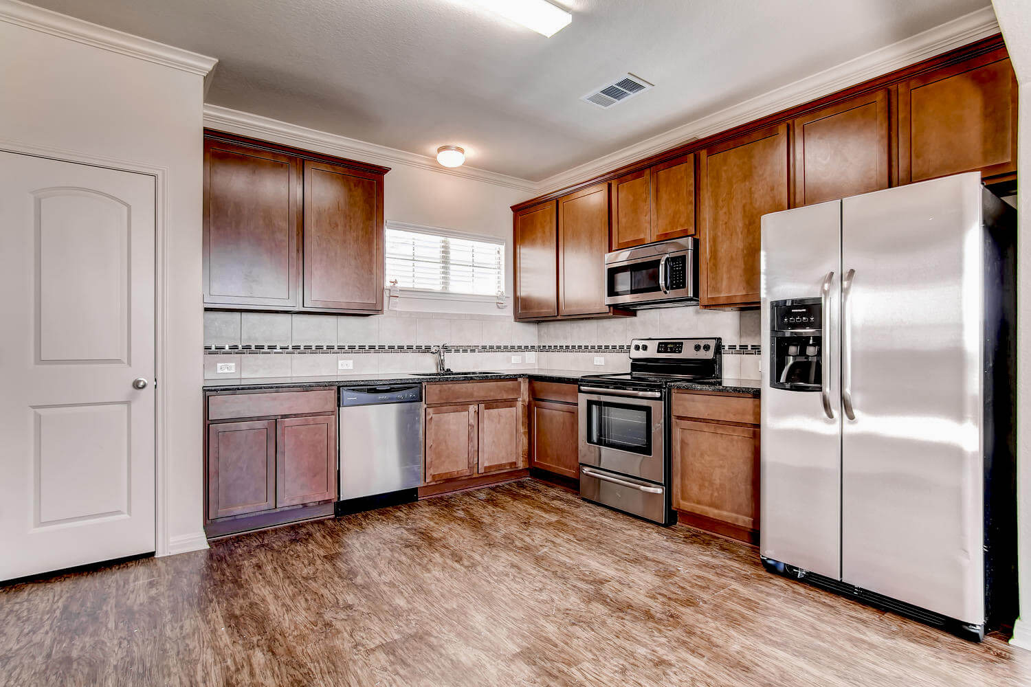 Double Eagle Townhomes Kitchen