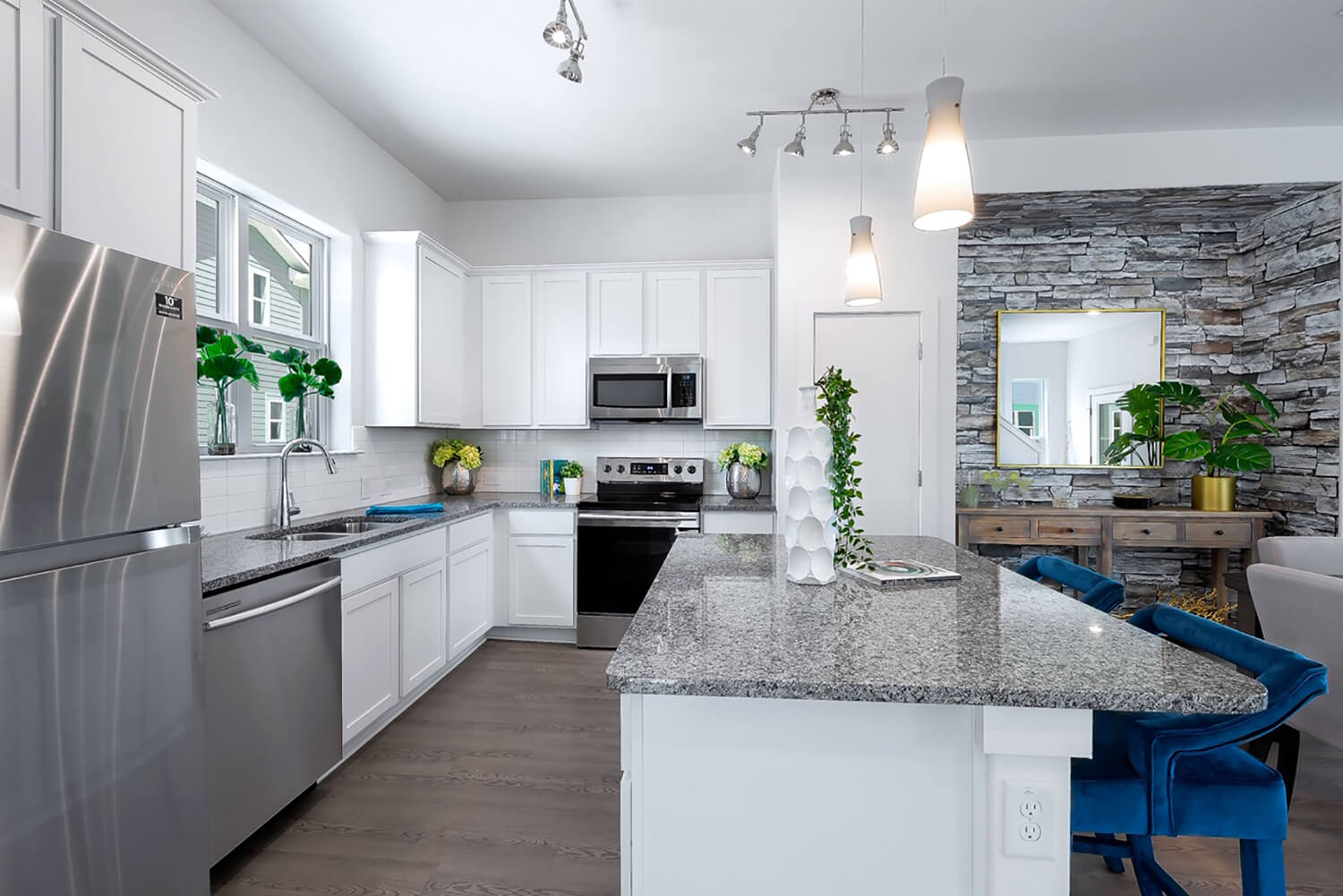 Trailside Oaks Townhomes Kitchen Island Photo