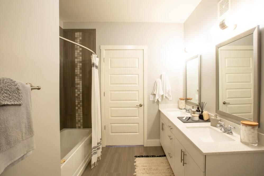511 Meeting Apartment Bathroom Photo