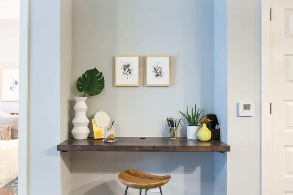 511 Meeting Apartment Desk Area Photo