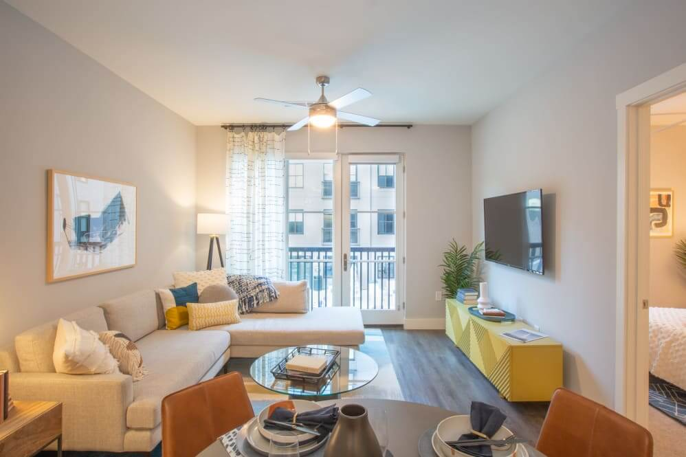 511 Meeting Apartment Living Room Photo